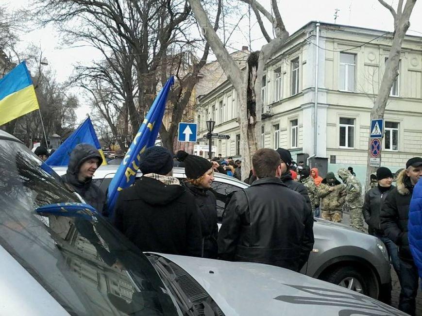 Одесских прокуроров во время акции охраняют сотни милиционеров и Самооборона (ИНФОРМАЦИЯ ОБНОВЛЯЕТСЯ) (фото) - фото 2