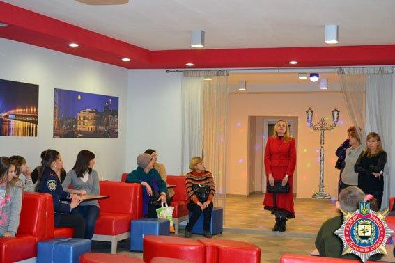 Детей из Авдеевки познакомили с новыми методиками обучения в современной днепропетровской школе «Планета счастья» (фото) (фото) - фото 1