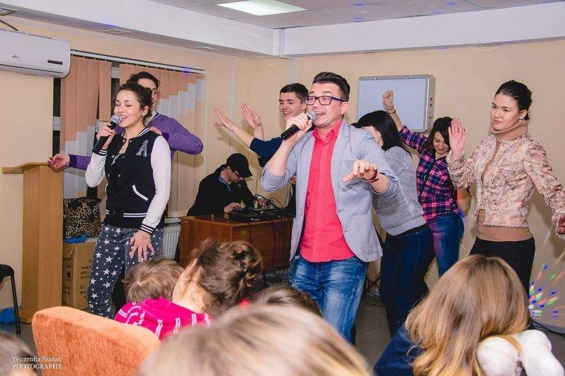 В Запорожье волонтеры развлекали болеющих детей в честь Дня Влюбленных (ФОТО) (фото) - фото 1
