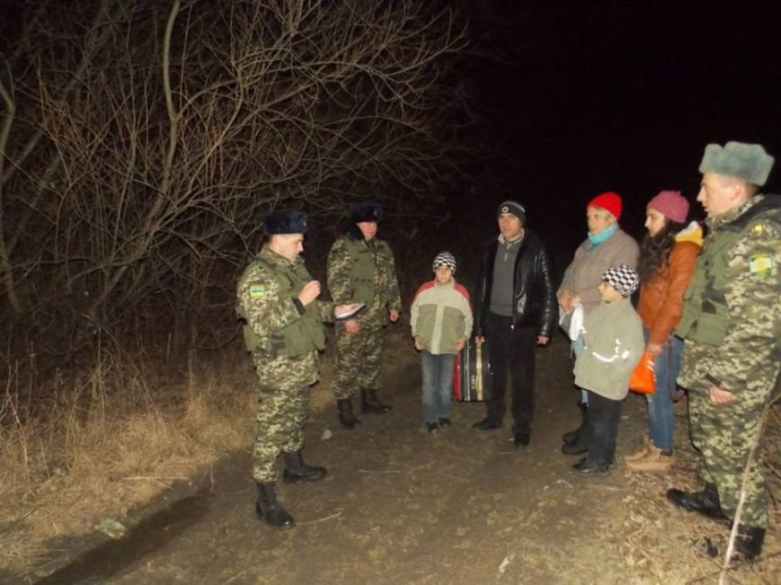 Львівські прикордонники зловили сім'ю нелегалів з Вірменії, які намагались пішки дійти до Польщі (ФОТО), фото-1