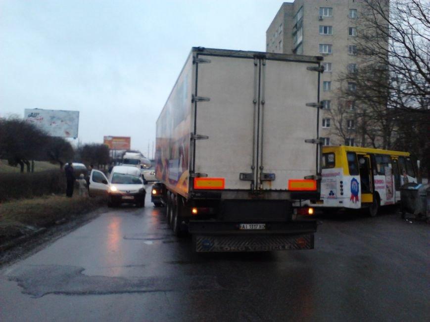 Через ожеледицю в Івано-Франківську зіткнулося 5 автомобілів і утворився великий затор (ФОТО), фото-1