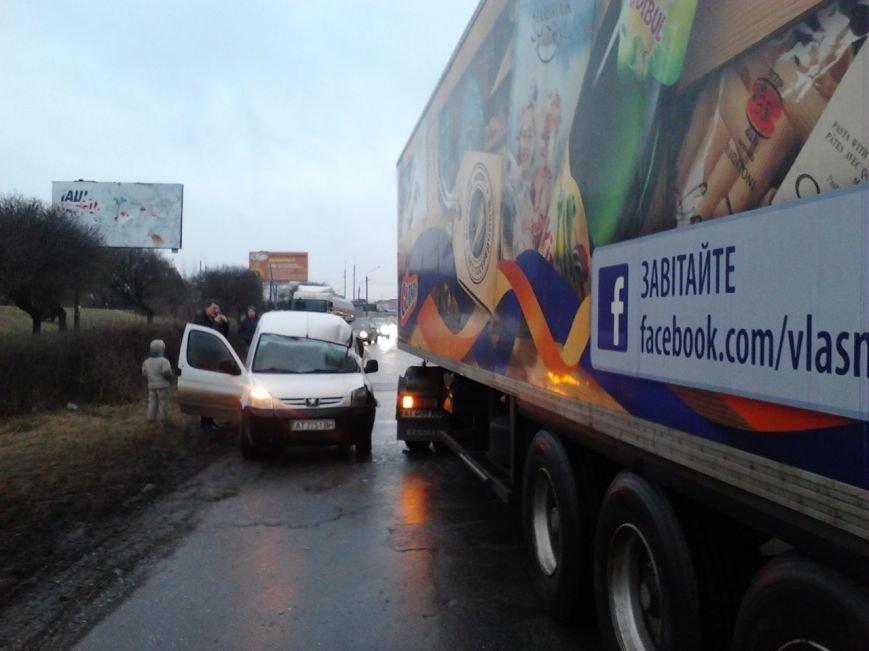 Через ожеледицю в Івано-Франківську зіткнулося 5 автомобілів і утворився великий затор (ФОТО), фото-6