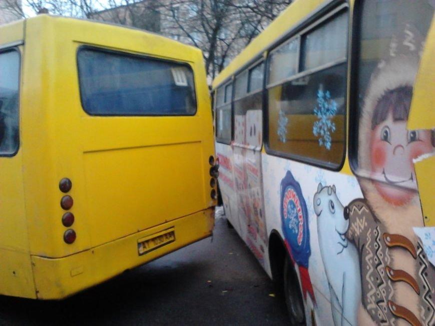 Через ожеледицю в Івано-Франківську зіткнулося 5 автомобілів і утворився великий затор (ФОТО) (фото) - фото 4