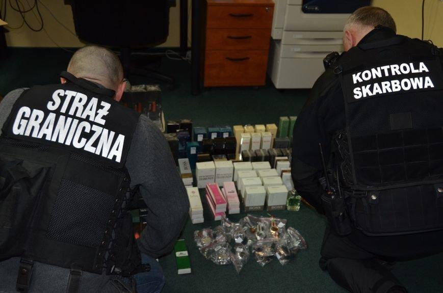 В ходе спецоперации «Яблочко» польские таможенники обнаружили часы и духи на 243 тыс. долларов (фото) - фото 1