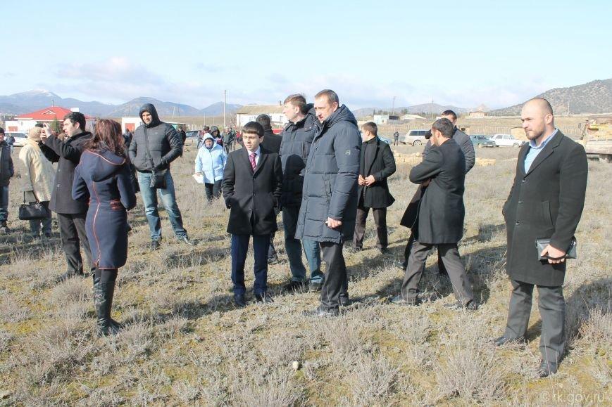 В Крыму начали сносить самозахваты. Власти уверены, это «акт доброй воли» владельцев строений (ФОТО), фото-3
