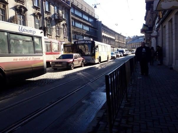 На вул. Івана Франка автобус з пасажирами потрапив у ДТП (ФОТО), фото-6