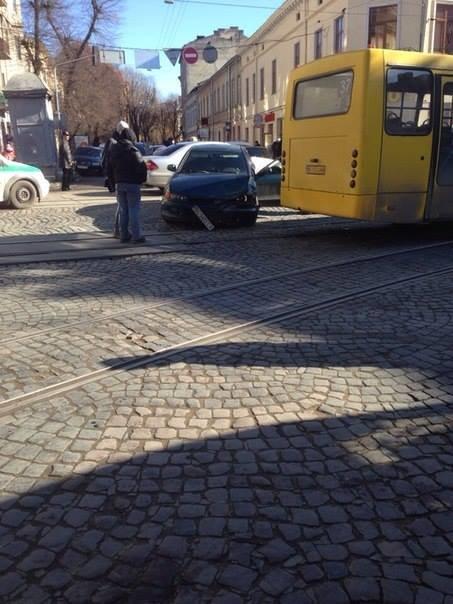 На вул. Івана Франка автобус з пасажирами потрапив у ДТП (ФОТО), фото-4