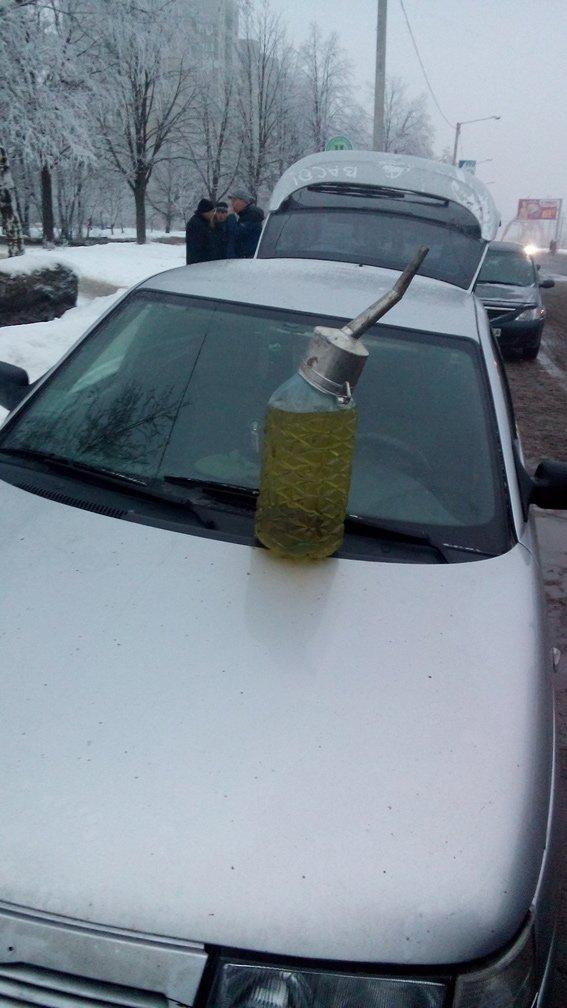 Милиция «накрыла» незаконную точку продажи бензина (фото) - фото 1