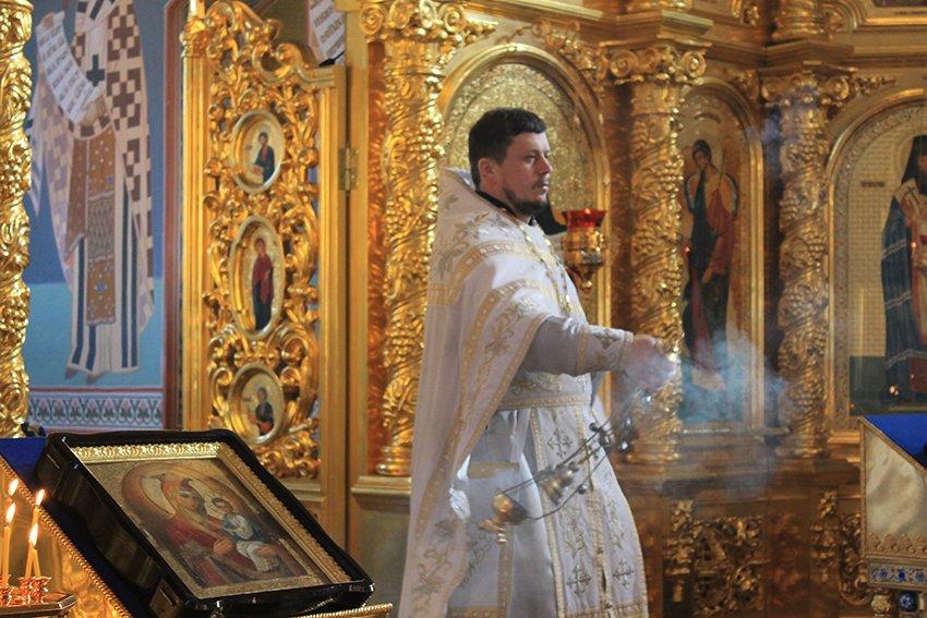 На Сретение в Свято-Покровском храме верующие молились с надеждой о мире (фото) - фото 1