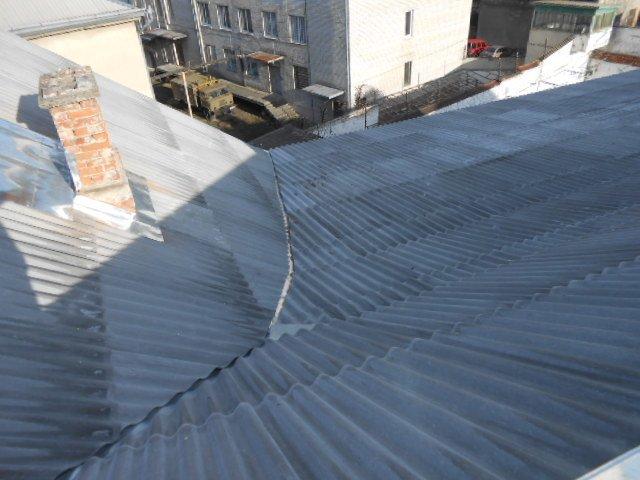 На роботи з проведення капітального ремонту покрівлі СІЗО витратили 996,5 тис. грн (фото) - фото 1