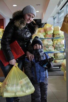 Более 700 тысяч человек получили помощь от штаба Рината Ахметова в 2014 году. (фото) - фото 1