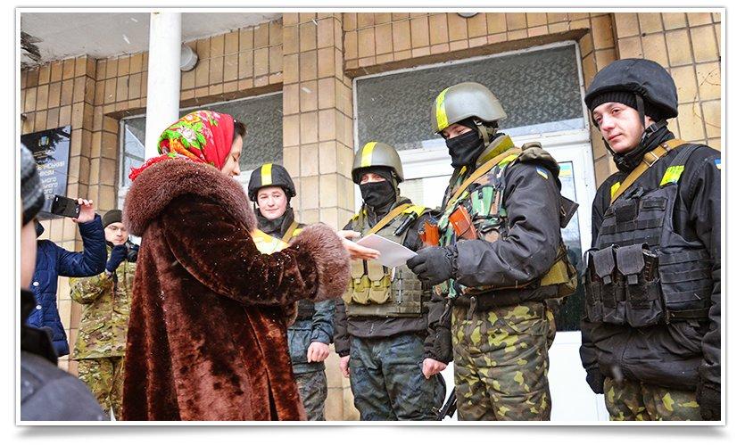 В Славянске девушки из ВМОО «Студенческое братство« подарили »валентинки