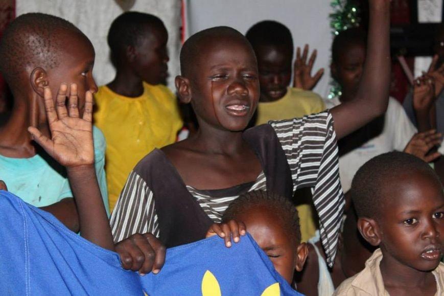 Африканские дети вместе с мариупольцем молились за мир в Украине (ФОТО), фото-1