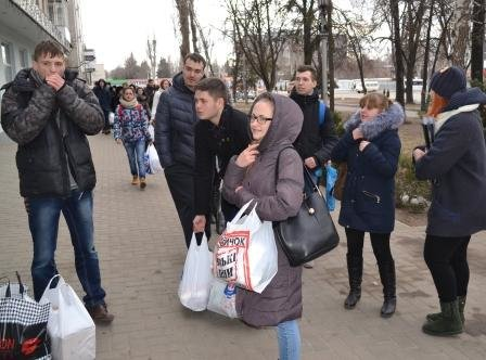 Студенты Кременчугского университета передали волонтёрам помощь для воинов АТО, фото-1