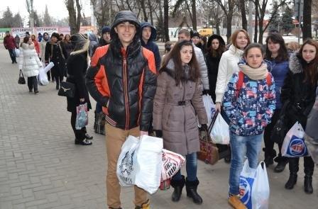 Студенты Кременчугского университета передали волонтёрам помощь для воинов АТО, фото-2