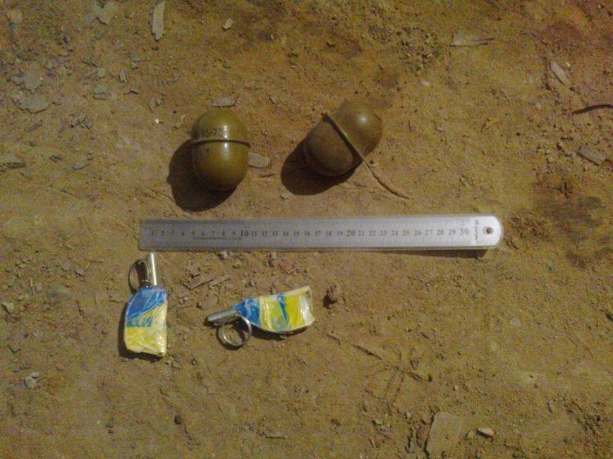 У підвалі львівського будинку люди знайшли дві гранати (ФОТО), фото-1
