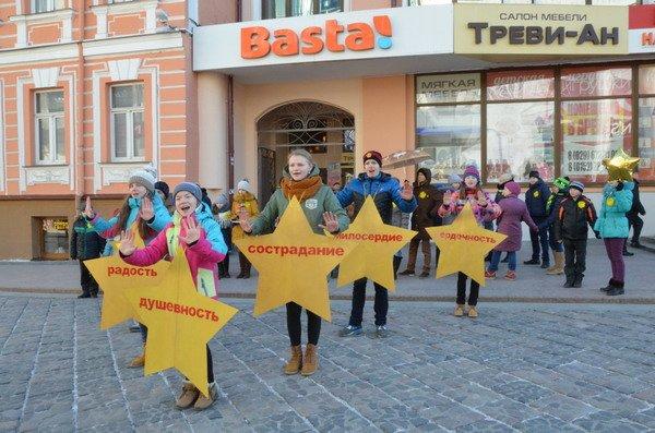 Необычная акция в центре Гродно: 30 слабослышащих детей исполнили песню на языке жестов (Фото, Видео), фото-4