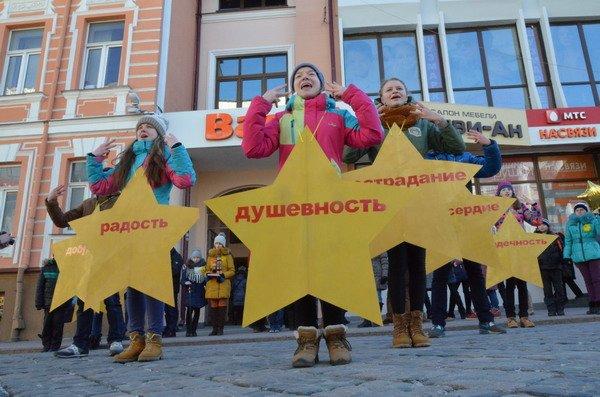 Необычная акция в центре Гродно: 30 слабослышащих детей исполнили песню на языке жестов (Фото, Видео), фото-5