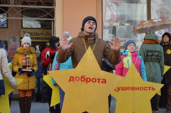 Необычная акция в центре Гродно: 30 слабослышащих детей исполнили песню на языке жестов (Фото, Видео), фото-2