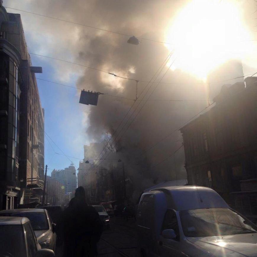 В центре столицы горел жилой дом (ФОТО) (фото) - фото 1