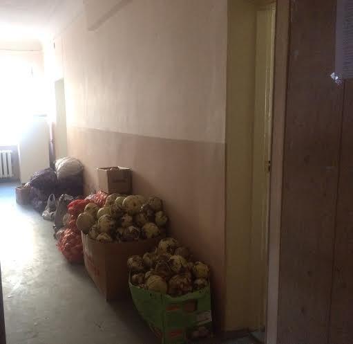В Мариуполе место пристанища для беженцев сегодня требует спасения(Фоторепортаж) (фото) - фото 6