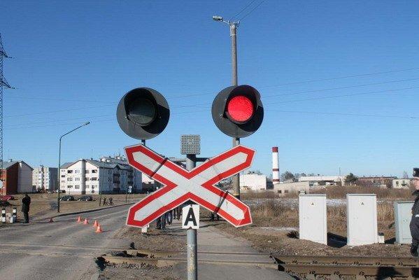 В Зельве грузовой поезд протаранил легковушку и сбросил ее с откоса (Фото, обновлено), фото-9