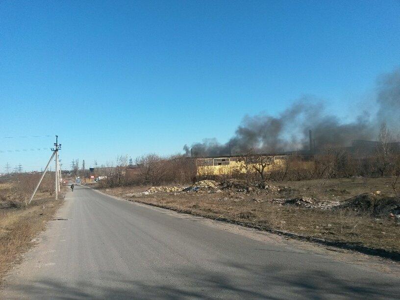На Правобережье Мариуполя горят складские помещения (ФОТО), фото-1
