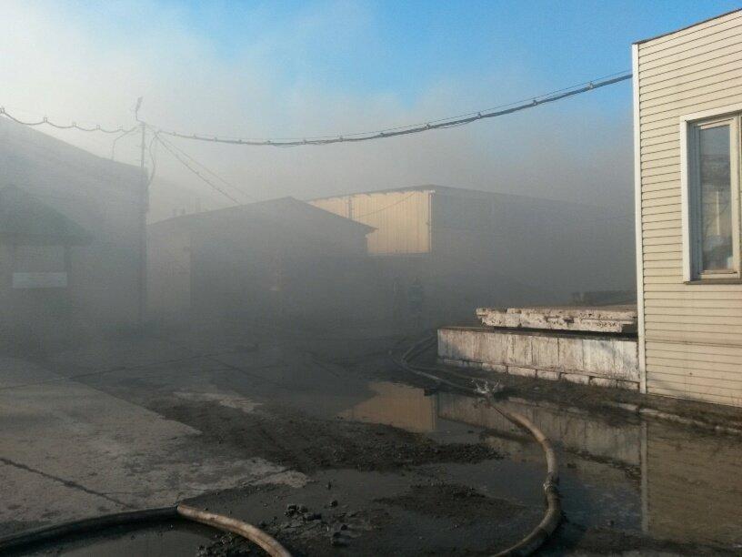 На Правобережье Мариуполя горят складские помещения (ФОТО), фото-3