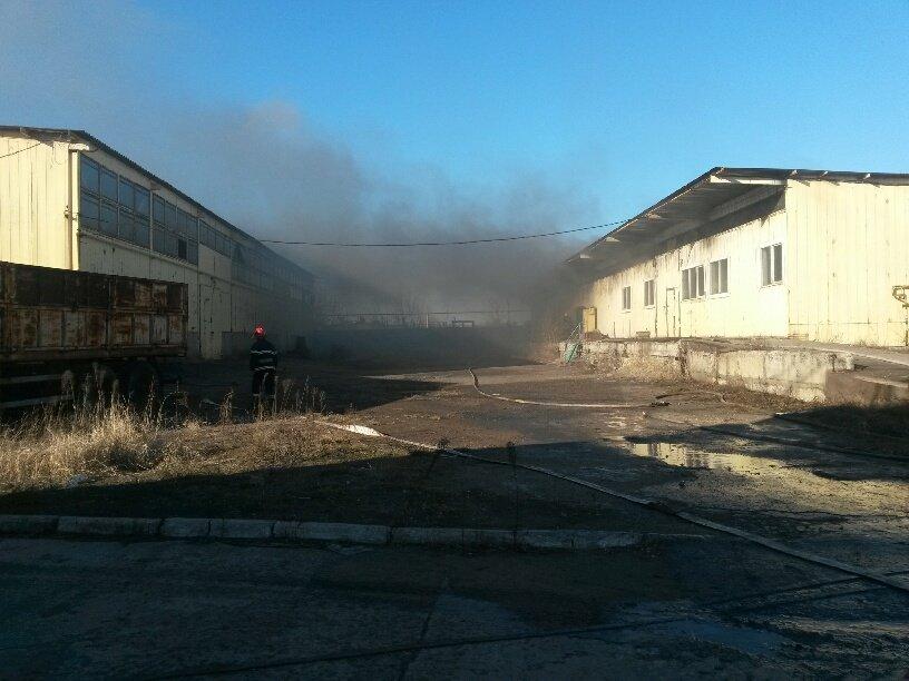 На Правобережье Мариуполя горят складские помещения (ФОТО), фото-2