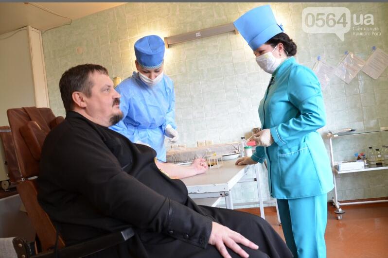 В Кривом Роге активисты проверили состояние бомбоубежищ, священники сдали кровь раненым бойцам, умер радиоведущий Сергей Галибин (фото) - фото 3