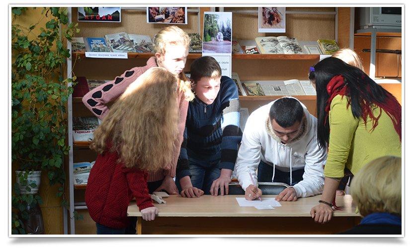 К Международному Дню родного языка в Центральной библиотеке Славянска прошло мероприятие (фото) - фото 3