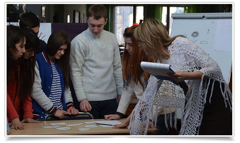К Международному Дню родного языка в Центральной библиотеке Славянска прошло мероприятие (фото) - фото 4