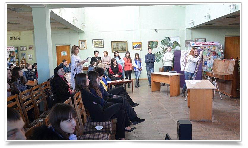 К Международному Дню родного языка в Центральной библиотеке Славянска прошло мероприятие (фото) - фото 1