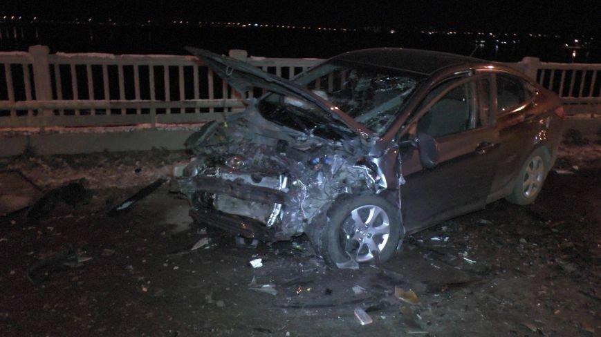 В Днепропетровске на Новом мосту столкнулись два автомобиля: одна машина сгорела (ФОТО) (фото) - фото 1