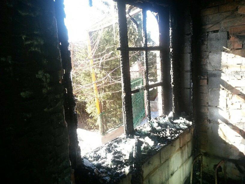 В Мариуполе неизвестные заперли в подвале депутата горсовета и сожгли его дом (ФОТО, ДОПОЛНЕНО), фото-11