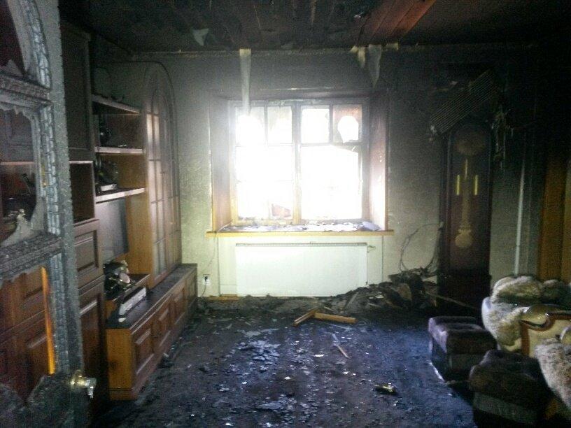 В Мариуполе неизвестные заперли в подвале депутата горсовета и сожгли его дом (ФОТО, ДОПОЛНЕНО), фото-12