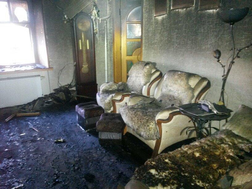 В Мариуполе неизвестные заперли в подвале депутата горсовета и сожгли его дом (ФОТО, ДОПОЛНЕНО), фото-6