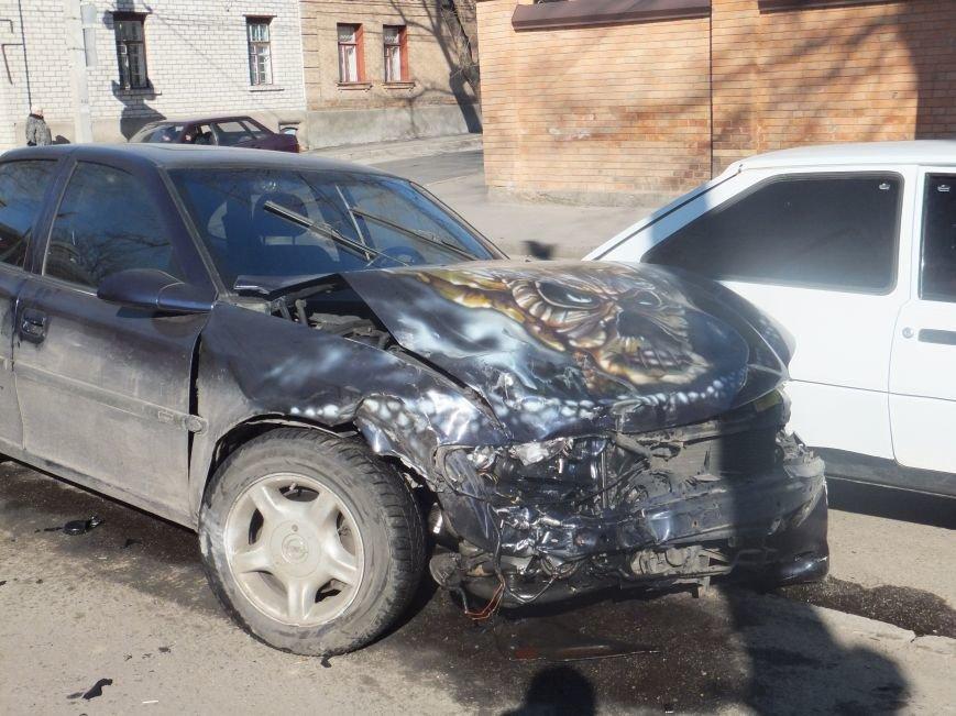 Мощное ДТП в Кировограде: столкнулись три автомобиля. ФОТО (фото) - фото 1