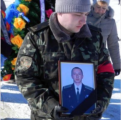 Сумщина простилась с погибшим в АТО подполковником ВСУ (ФОТО) (фото) - фото 1