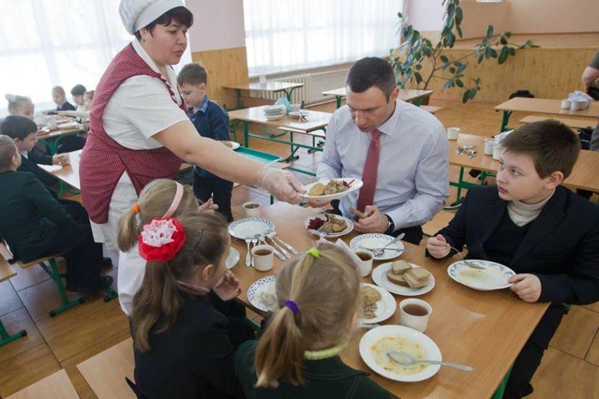 Мэр Киева за 8 гривен позавтракал в школьной столовой (ФОТО) (фото) - фото 1