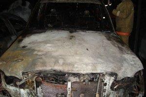В Киеве ночью сгорели сразу четыре автомобиля (ФОТО, ВИДЕО) (фото) - фото 1