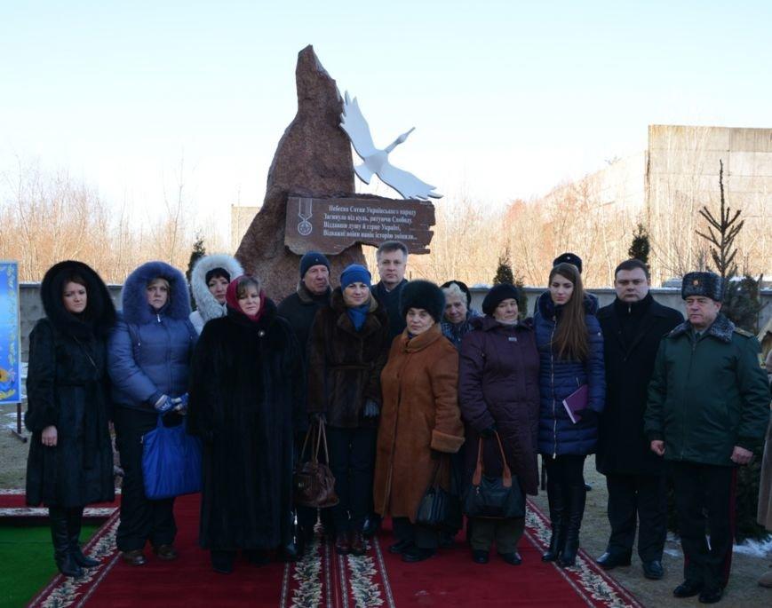 За підтримки Житомирського Управління СБУ у Києві відкрили меморіальний знак Героям Небесної Сотні (фото) - фото 1