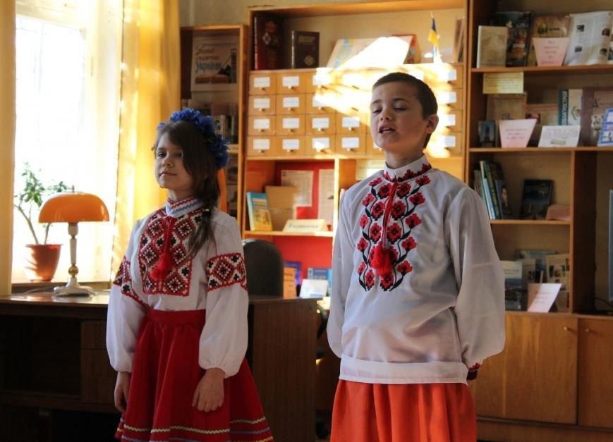 В Артемовске ко дню родного языка шевченковский «Заповіт» прочли на разных языках, фото-8