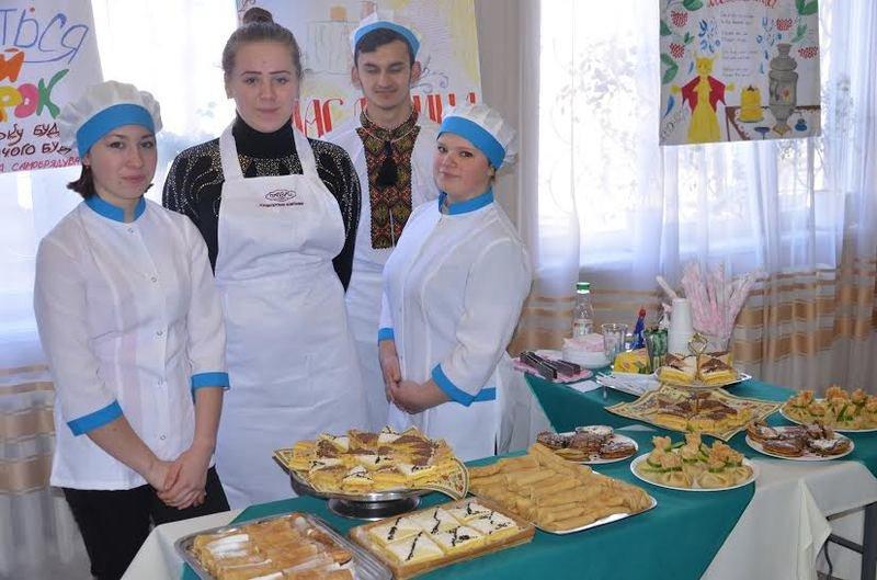 В Днепропетровске бойцов АТО угощали блинами с корицей, яблоком и творогом (фото) - фото 1