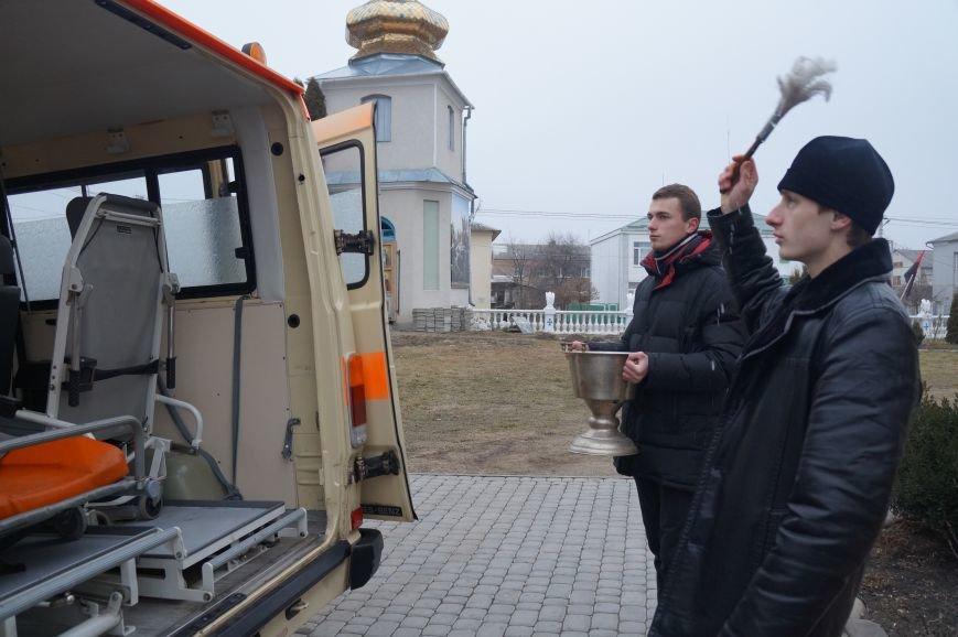 Автомобіль швидкої допомоги від млинівчан відправився в зону АТО (фото) - фото 1