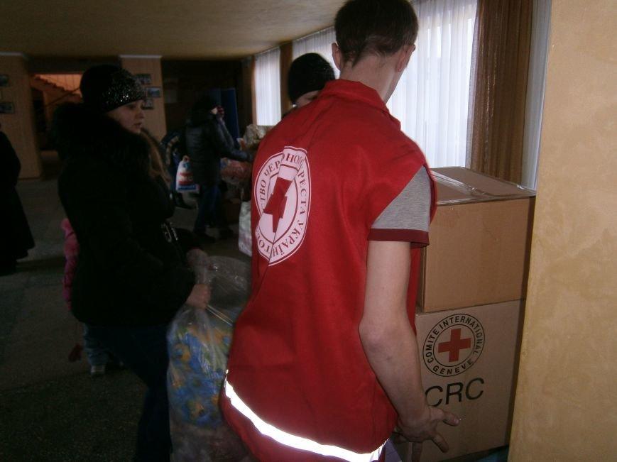 Димитров получил 10 тонн гуманитарной помощи для переселенцев (ФОТОРЕПОРТАЖ) (фото) - фото 16