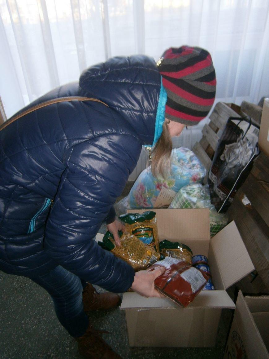 Димитров получил 10 тонн гуманитарной помощи для переселенцев (ФОТОРЕПОРТАЖ) (фото) - фото 21