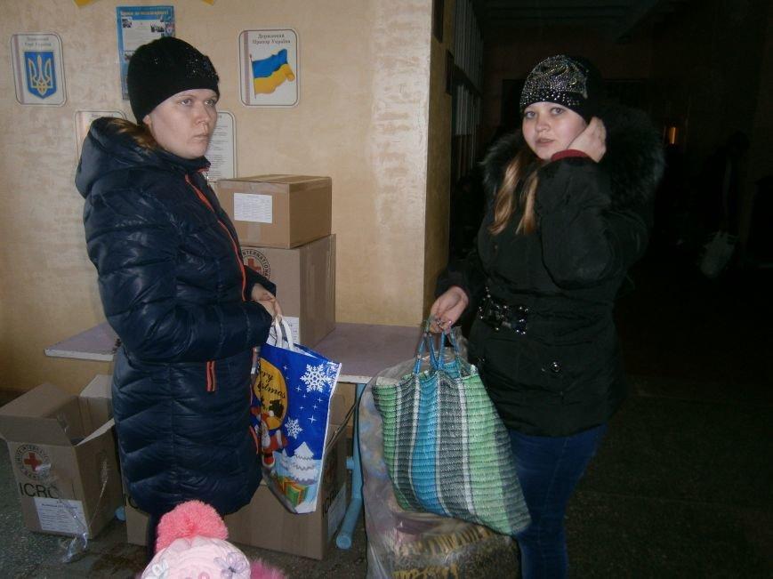 Димитров получил 10 тонн гуманитарной помощи для переселенцев (ФОТОРЕПОРТАЖ) (фото) - фото 17
