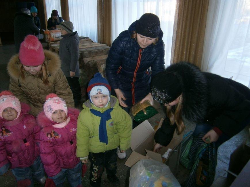 Димитров получил 10 тонн гуманитарной помощи для переселенцев (ФОТОРЕПОРТАЖ) (фото) - фото 23