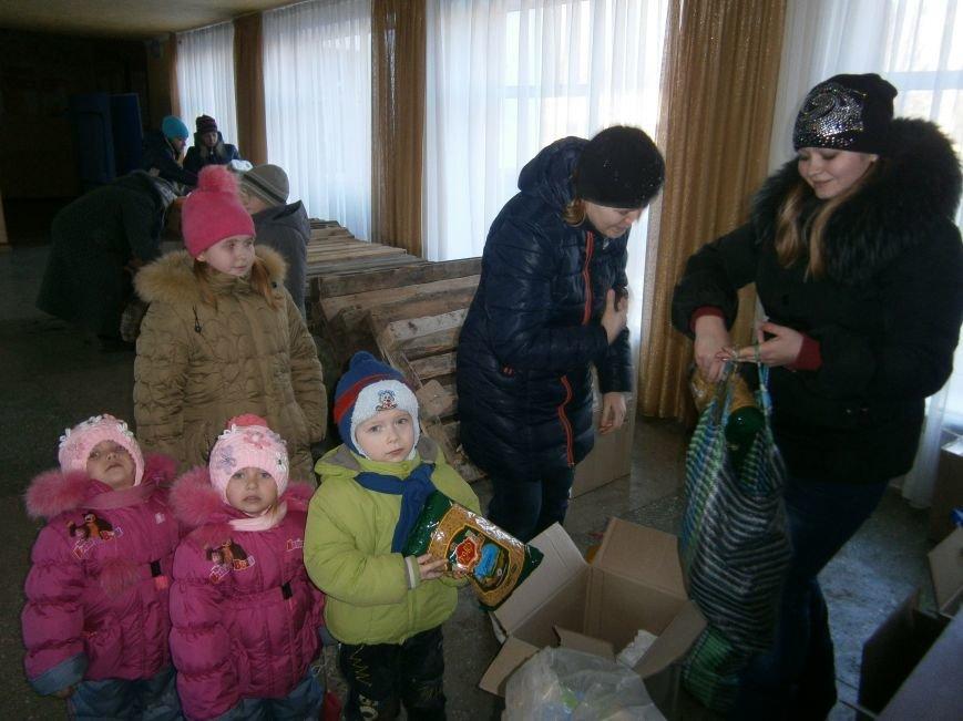 Димитров получил 10 тонн гуманитарной помощи для переселенцев (ФОТОРЕПОРТАЖ) (фото) - фото 24